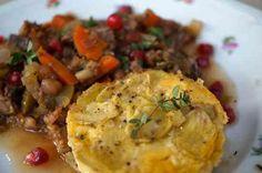 Lammragout d'amour mit Granatapfel-Kernen und gratinierten Kartoffeln