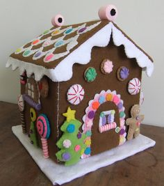 felt gingerbread house by Celia Maria Garcia Gingerbread Crafts, Christmas Gingerbread, Felt Christmas, All Things Christmas, Christmas Time, Christmas Houses, Merry Christmas, Gingerbread Houses, House Ornaments