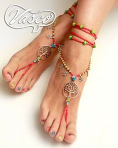 Barefoot Sandals: Foot jewelry perfect for the summer. A barefoot sandals = a pair of barefoot sandals. One size fits all. They can be worn barefoot or with shoes. Care: Hand wash – lay flat to dry. Cotton yarns Ready for shipping ! Please convoy me, if Anklet Designs, Toe Designs, Anklet Bracelet, Anklets, Bracelets, Beach Feet, Diy Vetement, Crochet Sandals, Beautiful Toes