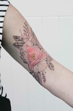 Delicate Tattoos Fuse the Graceful Beauty of Nature with Structured Geometry - My Modern Met
