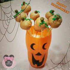 #halloween hoy abriremos ya que tendremos visita de la #bruja DiDi  Boooo!!!   Para hoy tenemos unos deliciosos cakepops en forma de   y cajas de galletas terroríficas. Ideal para regalo. o disfrutar estos días monstruosos   #trickortreat #cookies #galletas #cakepops  #repostería #DiTartas #Alicante #Elda #Petrer #brujaDiDi