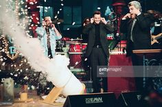 Scientist David Willey, Actor Matthew Perry with host Jay Leno during a segment on November 12, 1998 --