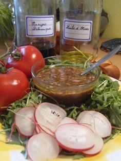 Recette - Vinaigrette pour les gens restreints en consommation de lipides - Proposée par 750 grammes Vegan Sauces, French Food, Salad Dressing, Wok, Pesto, Salads, Vegetables, Desserts, Shaker