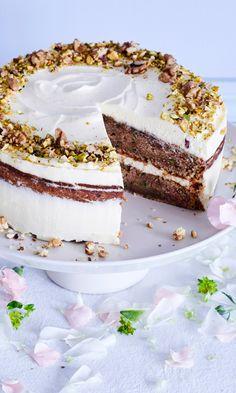 Kesäkurpitsakakku on kahvipöydän herkullinen hurmuri Vanilla Cake, Tiramisu, Zucchini, Food And Drink, Baking, Ethnic Recipes, Desserts, Tailgate Desserts, Deserts