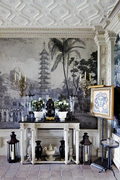 I'm not sure if this de Gournay wallpaper but if it isn't it should be and if it is, LOVE IT