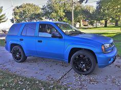 Chevy Trailblazer Ss, Gmc Envoy, Custom Chevy Trucks, Chevy Girl, Black Wheels, Black And White Man, Mole, Car Stuff, Electric Blue