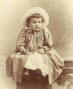 CABINET PHOTO BEAUTIFUL LITTLE VICTORIAN GIRL HAT & DRESS IDD EDITH WEISS