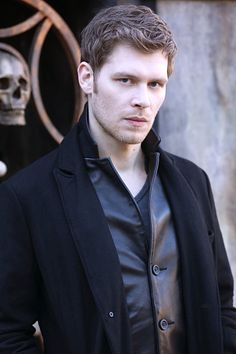"The originals – tv série - niklaus ""klaus"" mikaelson - joseph morgan - rei - king - lobo - wolf - man - homem - hombre - moda - style - look The Vampire Diaries, Vampire Diaries The Originals, Joseph Morgan, Charles Michael Davis, Danielle Campbell, Daniel Gillies, Claire Holt, Robert Downey Jr, Niklaus Mikaelson Quotes"