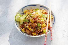 Fast Pad ThaiStir-fries like Pad Thai require some multi-tasking. Prep the sauce and stir-fry the chicken and veggies while the noodles soften and in 15 min., dinner will be ready to serve. Eat Thai, Asian Recipes, Healthy Recipes, Healthy Meals, Dairy Free Diet, Asian Kitchen, Thai Dishes, Happy Foods, Pasta