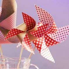Avec nos planches d'étiquettes super tendances et les idées de mises en scène créatives de notre blogueuse Sarah, on crée un décor champêtre dans un esprit fête du village. Pour le bal ...