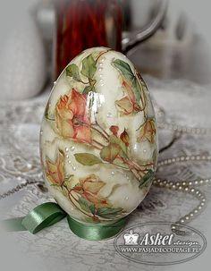 decoupage klasyczny - jajo wielkanocne róże herbaciane