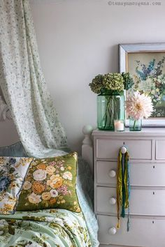 Photos from Reclaim Magazine and my feature on Modern Chintz - My tips for styling and layering vinatge florals in your home! Bedroom Vintage, Shabby Vintage, Cottage Chic, Cottage Ideas, Cottage Style, Bedroom Styles, My New Room, Beautiful Bedrooms, Soft Furnishings