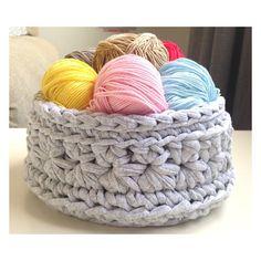 S A T U R D A Y  Mirad qué bonita ha quedado esta cesta multiusos en gris jaspeado  Todo un acierto para un salón  #starstothings #handmade #trapilho #trapillo #tshirtyarn #ganchilloxxl #crochet #crocheting #crochetaddict #instalove #instacrochet #instadaily #decor #cute #deco #interior #puntoestrella