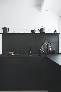 Black on black_JKE Design kitchen