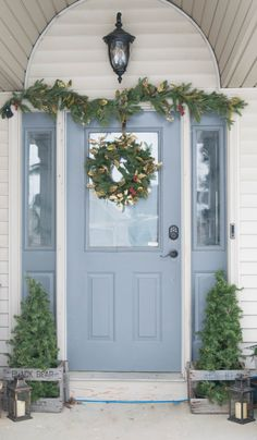 Christmas front porch decorating ideas, simple, low cost and DIY holiday outdoor decor. Rustic, colorful and whimsical ideas to add holiday cheer.