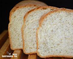 [photopress:pan_molde_amapola5.jpg,full,centro] Después de hacer el Pan Bretón nos quedó bastante masa madre, la conservamos en el frigorífico y al día siguiente hicimos pizza con parte de ella y este Pan de molde con semillas de amapola, bueno, en realidad hicimos dos, pero han durado poco. Este Pan de molde y semillas de amapola es un pan enriquecido que te encantará, la masa madre le proporciona un sabor inmejorable, sabe a pan de molde de verdad, con el detalle de las semillas de amapola…