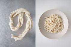 Wenn Nudeln beim Ziehen nicht reißen… Wer lesen kann, kann auch kochen. Noch vor zwei Wochen hatte ich NULL Ahnung, wie uigurische Nudeln überhaupt hergestellt werden. Nun habe ich auf wunder…