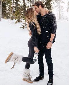 51 Merry Christmas Fashion Ideas for Couple - Inspiration (Couples) - Romantic Couple Poses, Couple Posing, Cute Couple Poses, Cute Relationship Goals, Cute Relationships, Couple Relationship, Cute Couples Goals, Couple Goals, Cute Couple Pictures