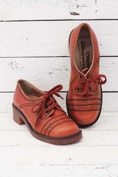 vintage 1970's shoes http://www.sugarsugar.nl/vintage-schoenen-c-35.html