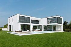 Finde moderne Häuser Designs: Ansicht Gartenseite. Entdecke die schönsten Bilder zur Inspiration für die Gestaltung deines Traumhauses.