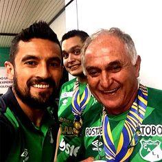 """Para 'Pecoso' Castro, Pérez es su """"garré"""", es el jugador estratégico para mostrarles a los jóvenes el amor por el fútbol. <br>Tomada del twitter de Andrés Pérez"""