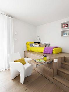 les meubles gain de place dans le salon avec parquette en bois