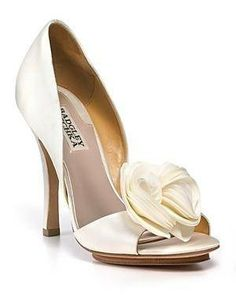 #So beautiful and elegant. Pearly. Perfection. #Shoes #Women #Fashion #Style