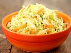Salata de varza simpla Healthy Salad Recipes, Diet Recipes, Cooking Recipes, Romanian Food, Romanian Recipes, Cabbage Salad, 30 Minute Meals, Ceviche, Soup And Salad