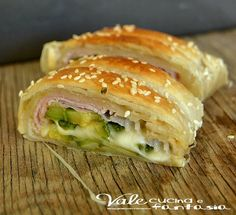 Rustico di sfoglia con zucchine prosciutto e scamorza ricetta facile veloce e sfiziosa,ideale per aperitivo,buffet,compleanno e antipasto (Rustic pastry with ham and smoked cheese zucchini recipe easy, fast and tasty, ideal for an aperitif, buffet, birthday and appetizer)