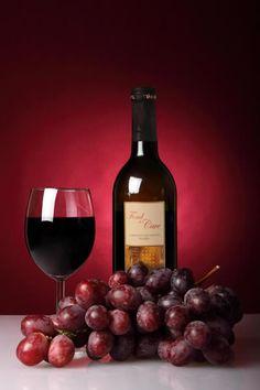 """""""Bueno es el vino cuando no hay agua. Pero si el agua es de una fuente clara y cristalina, aún es mejor el vino que el agua"""". Refrán popular"""