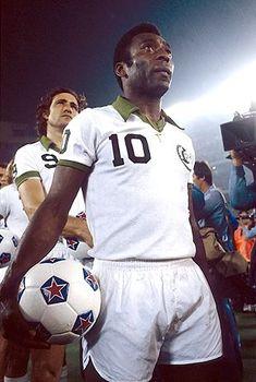 Pele for New York Cosmos New York Football, Football Icon, Football Is Life, World Football, Football Soccer, Football Stuff, North American Soccer League, American Sports, New York Cosmos