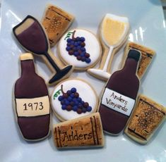 Wine themed cookies for my friend Michelle's bday! Wine Cookies, Wine Cupcakes, Fancy Cookies, Sugar Cookie Frosting, Royal Icing Cookies, Sugar Cookies, Wine Tasting Party, Wine Parties, Cake Pops