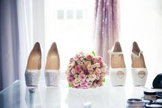 wedding shoes // chaussures de mariage ; skiss ; flower bouquets ;  http://www.skiss.fr/