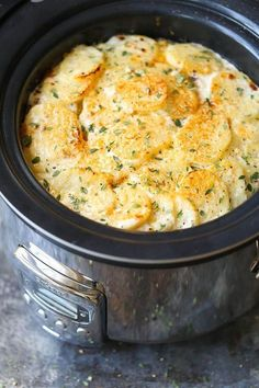 Slow Cooker Cheesy Scalloped Potato Recipe - This crockpot version of scalloped potatoes is so EASY, creamy, tender and cheesy! And it frees up your oven space! Halloumi, Slow Cooking, Easy Cooking, Beginner Cooking, Cooking Icon, All You Need Is, Slow Cooker Recipes, Crockpot Recipes, Cooking Recipes