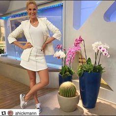 zpr A lindíssima Ana Hickmann, com saia @raizzoficial, disponível aqui na @samambaiastore Look Perfeito, maravilhoso!!!😍💕😻❤📲 Whats: 011 99197-1828 💌 contato@samambaiastore.com.br. ✳ www. samambaiastore.com.br #samambaiastore #modams #shop #shoponline #mariliasimoes #trend #estilo #stylish #tendencia #musthave #style #moda #summer #summer17 #verao #ecommerce…