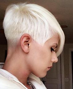 Medium Hairstyles To Make You Look Younger Stylendesigns - Kurzhaarfrisuren Short Hair Cuts, Short Hair Styles, Short Blonde Haircuts, Short Pixie, Corte Y Color, Sassy Hair, Hair Affair, Funky Hairstyles, Medium Hairstyles
