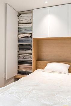 우드향기가 번지는 집, 신반포펠리스 42평 아파트인테리어 [옐로플라스틱/ YELLOWPLASTIC /옐로우플라스틱] : 네이버 블로그 Book Stairs, Spare Room, My House, House Design, Bedroom, Interior, Furniture, Closets, Home Decor