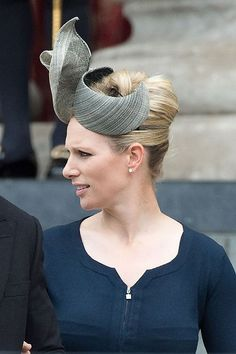 Zara Phillips can always be counted on for a decent fascinator. Fascinator Hats, Headpiece, Fascinators, Headdress, Autumn Phillips, Eugenie Of York, Cheap Boutique Clothing, Zara Phillips, Royals