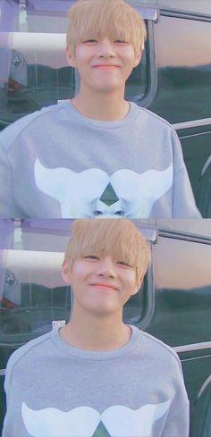 Bts~ V Kim Taehyung~~ Tae Tae❤ This sunshine omggg Bts Taehyung, Bts Bangtan Boy, Taehyung Smile, Bts Lockscreen, Foto Bts, Taemin, Kpop, V Smile, Frases Bts