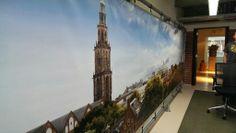 Nieuwe spanwand in één van de kantoren met de 'skyline' van Groningen.