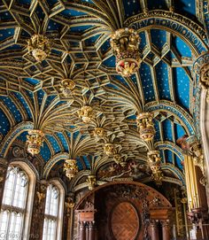 Ceiling detail at Hampton Court Palace, England Art Et Architecture, Beautiful Architecture, Beautiful Buildings, Architecture Details, Beautiful Places, Ancient Architecture, Architecture Religieuse, Hampton Court, Hampton Palace