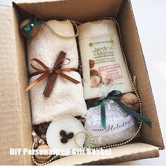 DIY Personalized Gift Baskets DIY Personalized Gift Basket For Anyone, Girlfriend, Kids, Mom Etc - Owe Crafts Diy Gift Baskets, Gift Hampers, Homemade Gifts, Diy Gifts, Personalised Gifts Diy, Present Gift, New Year Gifts, Diy Christmas Gifts, Cute Gifts