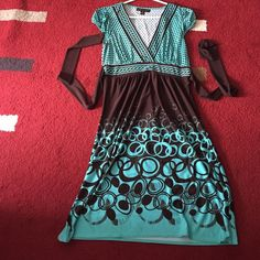 Gorgeous dress Beautiful dress and absolutely figure flattering! Only wore it one time. Excellent condition. Dresses