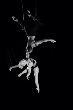 Duo Trapeze, Aerial, Circus. Chelsea Lauman from Sky Candy :) Photo by Caroline Poe
