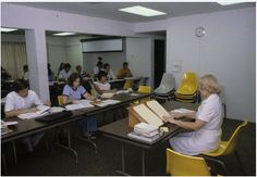 Access a high-quality version of this photo--a classroom with students in 1981 -- at our digital repository: purl.fcla.edu/ncf/slides or by clicking the image #NCF #slides