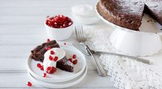 Easy Flourless Chocolate Cake -- This flourless chocolate cake is easy, indulgent and in the oven in under 15 minutes! Only 6 ingredients to boot! | BourbonandHoney.com