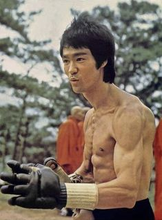 Bruce Lee/Enter The Dragon Steven Seagal, Martial Arts Movies, Martial Artists, Chuck Norris, Aikido, Kung Fu, Bruce Lee Master, Karate, Bruce Lee Training
