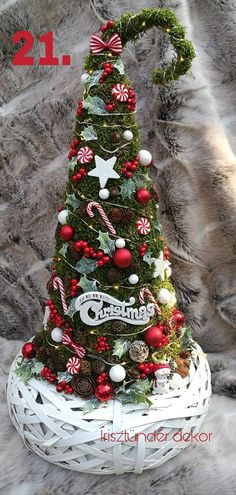 Cuki grincsfa Christmas Wreaths, Christmas Decorations, Xmas, Christmas Tree, Grinch Trees, Flower Boxes, Flowers, Minion, Diy