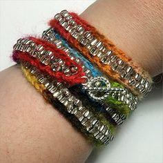 Strikket armbånd - Ribband fra Laura Nelkin