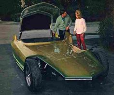 """Dick York & Elizabeth Montgomery with the Gene Winfield Custom 'Kitty Car' for the TV show """"Bewitched""""."""